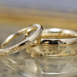 ハーフエタニティとボリュームのオーダーメイド結婚指輪