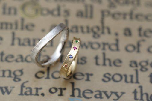 カラフルストーンのオーダーメイド結婚指輪