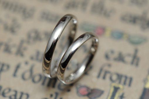 シンプルな鏡面の結婚指輪